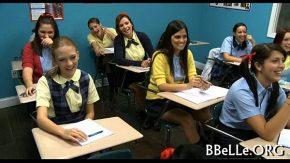 Toate elevele din clasa au sarit pe colegul lor sa le futa