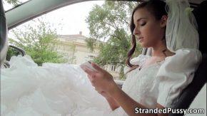 Mireasa ce este fututa in cur in ziua nunti de amant