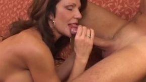 Femeia matura care ramane cu sperma pe gura