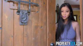 Sex porno cu o bruneta japoneza se fute la cabana in gura ei mare