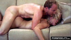 Film porno romanesc cu un cuplu de romani xxx fete cu masca pe fata
