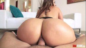 Film porno cu virgine nou isi baga toata pula in cur