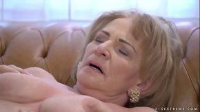 Porno xxl cu o batrana care e futuita de nepotul ei