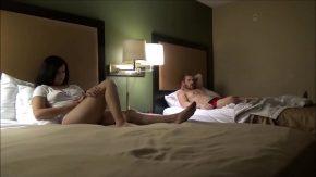 Isi duce verisoara la hotel pentru o noapte sa faca sex cu ea