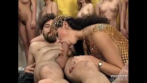 Futai italian cu o regina fututa in gura de un sclav