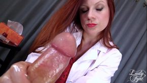 Doctorita roscata face laba unui pacient ce il place xxx