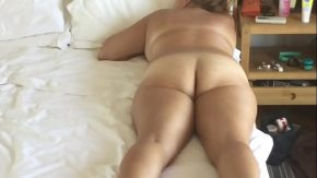 Porno xxl cu o grasa sta pe burta goala si iubitul o fute anal