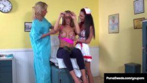 Trei asistente de la spital o fac perfect