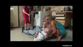 Bunica si bunicul se fut iar nepoata vrea si ea pula de la bunic