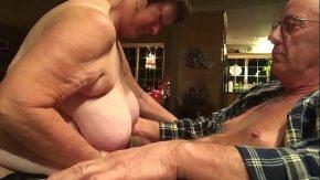 Bunici din moldova sunt filmati cum se fut si suge pula baba mosului