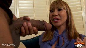 Curvistina blondina a dat de un penis imens