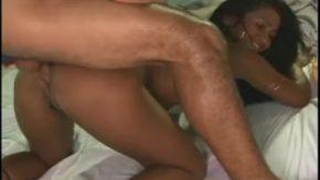 Blondina face sex oral din obisnuinta