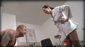 Doctorita ia o mostra de sloboz din pula pacientului