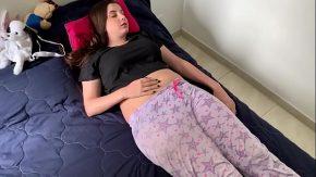 Pizda care doarme si se trezeste ca o fute varul ei