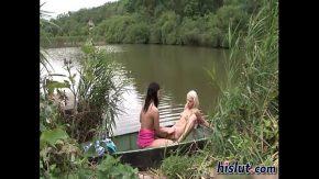 Lesbiene ce fac amor in vapor de pe lac
