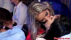 Fete drogate si futute in club xxx