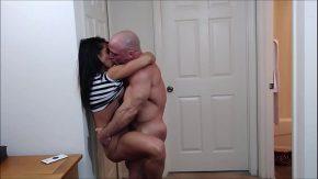 Barbat musculos isi impaca iubita cu o partida de sex puternica