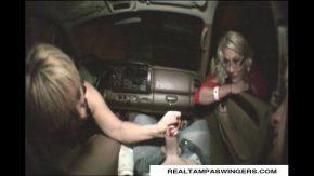 Xxx cu doua traseiste care sug pula noaptea in masina