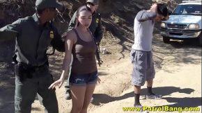O prind cu viteza mare si politistu o opreste si ii da muie si o fute pe camp sa nui ia carnetu