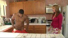 Bunica lui vrea fututa pervers in dormitorul lor matrimonial