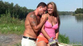Sex la pescuit cu un pescar fute o tatoasa de 43 ani