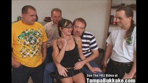 Tocilara este facuta posta de patru barbati care o fut