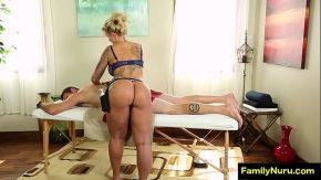 Xxx pervers la masaj cu o blonda cu tate mari face masaj puli cu gura