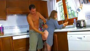 Film xxl cu o mamica fututa pe la spate in bucatarie