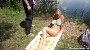 Download filme xxx blonda matura face plaje si se fute pe un lac