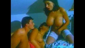 Filme porno antice ani 80 un barbat se fute cu doua femei