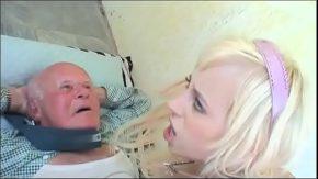 Bunicul care se fute cu nepoata ce ii vrea pula in pizda