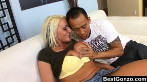Erotice online blondace scoate din coaie o gramada de sperma