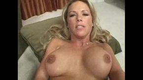 Casting porno cu blonda ce iese de la dus in pizda goala si se fute