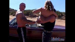 Panarama violata in desert in masina decapotabila xxx in grup