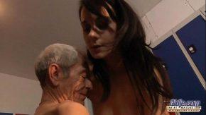 Porno cu cumnata bostorog fute o tanara de 19 ani