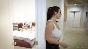 Filme porno online gratis bruneta isi prinde fratele cand face prosti xxx
