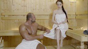 Porno la sauna cu un musculos fute o tanara de 18 ani