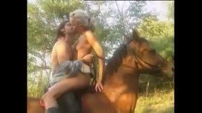 Porno real cu o femeie fututa pe un cal xxx nou