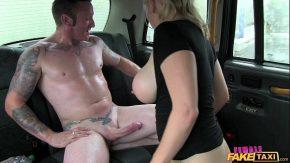 Blonda matura in calduri violaza un taximetrist insurat