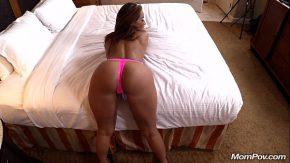 Filme lungi cu brunete bronzate pe tot corpul la hotel