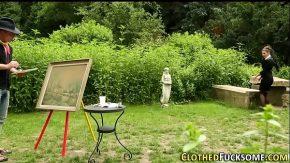 Pictor se plictiseste de pictat si isi ia femeia la pula in natura