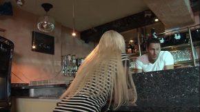 O fata se fute cu bunicul in pizda xxx la bar porno