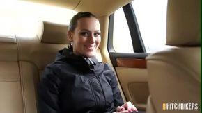 Femei cu cur frumos fac amor in masini de lux