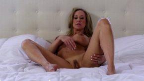 Porno xxx masturbare cu o matura blonda foarte senzuala